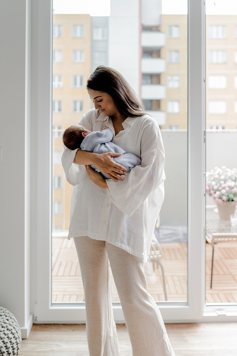 Babyfotos Familienfotograf Babyshooting Familienfotos Familienbilder Neugeborenenfotos Neugeborenenbilder Newborn Photos Homestory